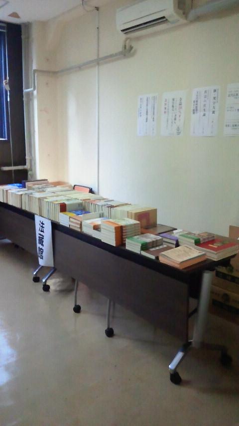 東大印佛学会書籍販売の様子