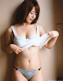 isoyama_sayaka_g133.jpg