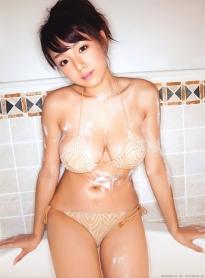 shinozaki_ai_g188.jpg