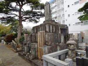 無縁墓の塚