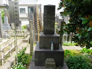 斎藤緑雨の墓