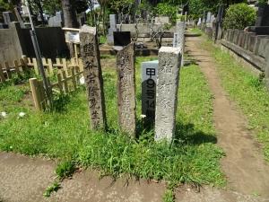 巻菱湖の墓案内の標柱
