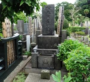 画家 松本楓湖先生の墓