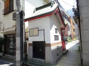 神社の後側