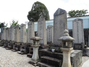 瀧川家一族の墓