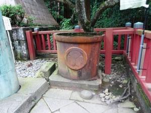 葵の御紋の水桶