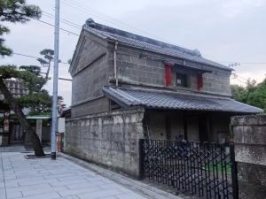 参道脇の石蔵