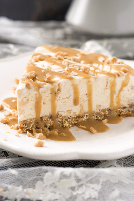 Skinny-Toffee-Caramel-Ice-Cream-Cake-with-Oatmeal-Cookie-Crust-6.jpg