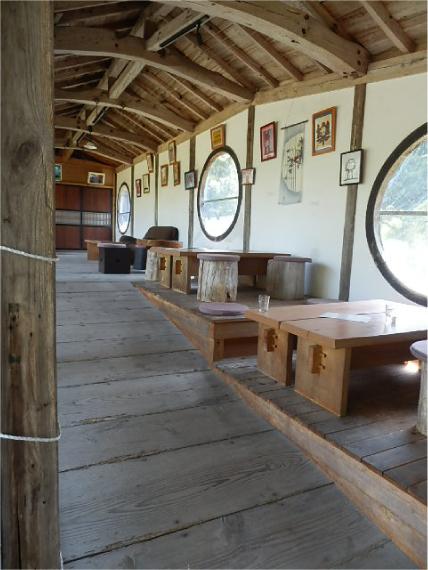 渡り廊下がカフェ