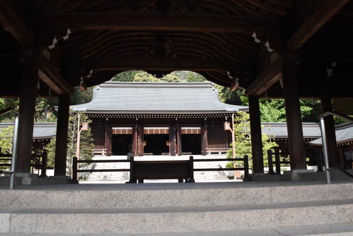 外拝殿から望む内拝殿