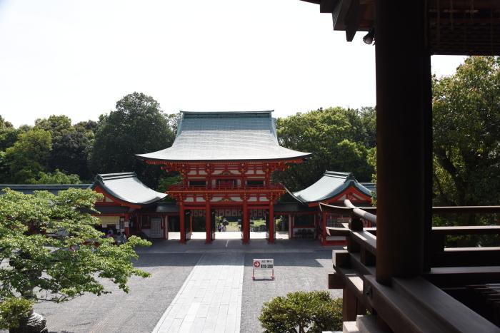 外拝殿から望む楼門