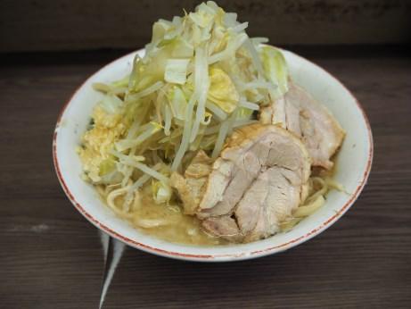 161011_横浜関内_小ラーメン_麺少な目_ヤサイニンニク