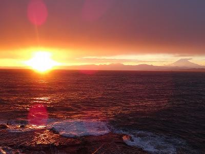 慈愛の夕日と富士山と