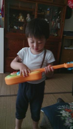 息子ギター