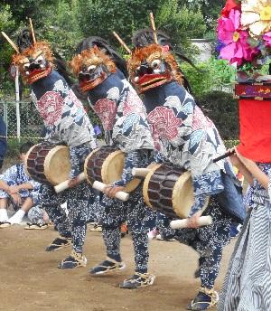 ①原馬室の獅子舞・棒術 三頭獅子舞
