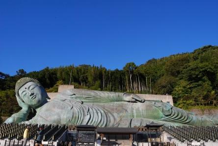 Reclining_Buddha_statues_of_Nanzoin.jpg