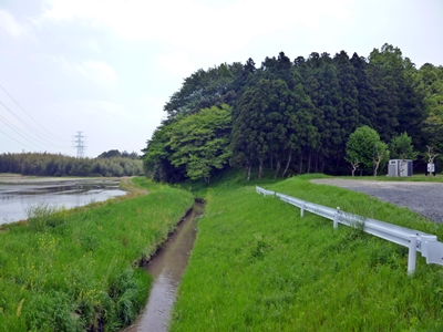 石神城と旧久慈川