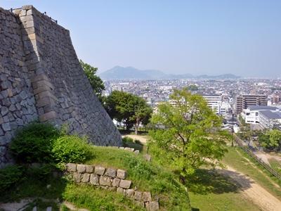 丸亀城_本丸隅櫓下石垣