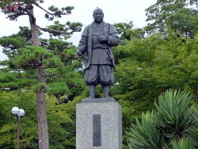 岡崎城_徳川家康像