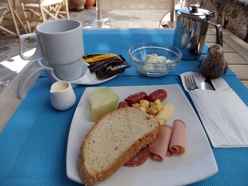 キモロス_「キモロス」の朝食