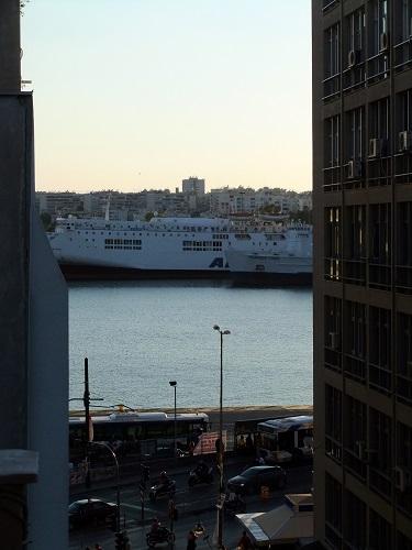 宿から見る港(ズーム)