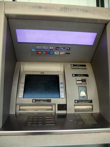 カラマタの銀行にて (2)