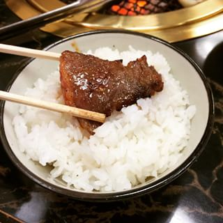 【競馬板】焼き肉に白飯かっこまないやつは信頼できない
