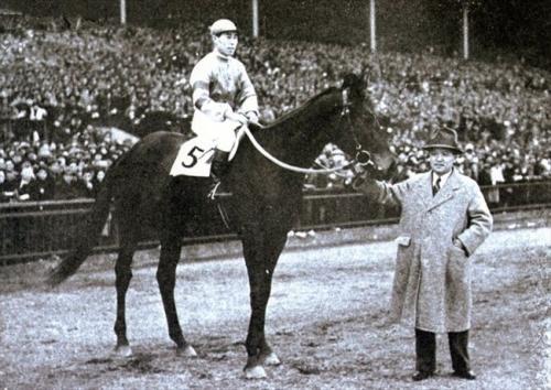 【競馬ネタ】「セントライト」って今の時代にいてもあんま違和感ない馬名だよな。当時浮いてなかったんだろうか