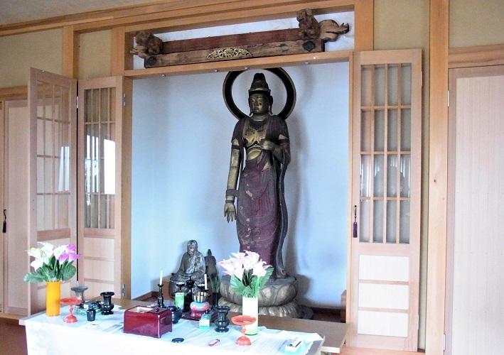 満願寺・十一面観音像の安置の様子