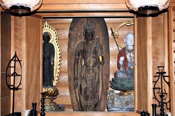 浄楽堂内厨子に祀られる観音像