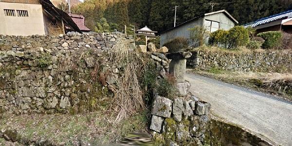 般若寺への上り口の道