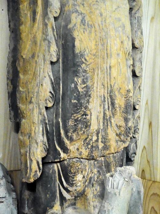 安楽寺・如来立像の、繰り返される「旋転文・渦文」