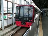 JR303系K01編成福岡空港行き 姪浜駅にて