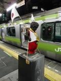 JR浜松町駅中 着替える小便小僧