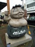 JR陸奥湊駅 イサバのカッチャ像