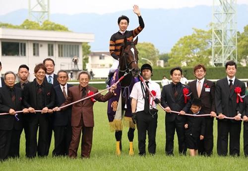 菊花賞馬が翌年の天皇賞(春)を制したケースを全て振り返ってみましょう