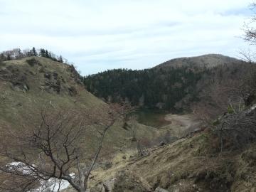 白根山途中からの弥陀が池
