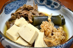 2016/09/30/高野豆腐、花びら茸、舞茸、昆布巻