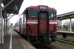 キハ40系高岡色城端駅