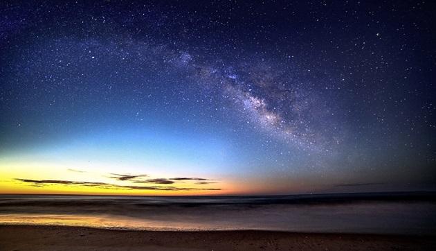 砂浜と天の川