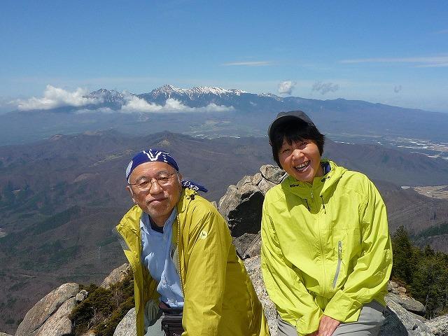 P1050746●八ヶ岳を背景に.jpg