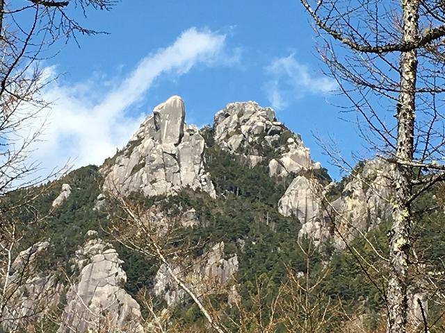 IMG_3706●登山道からみた瑞牆山.jpg