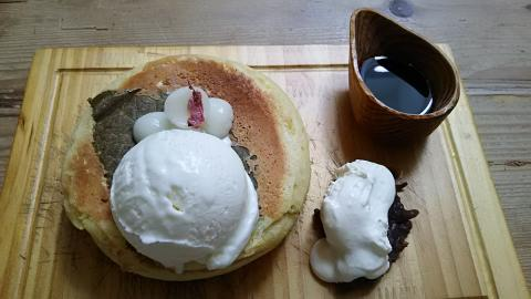 嵯峨野湯桜餅パンケーキ (2)