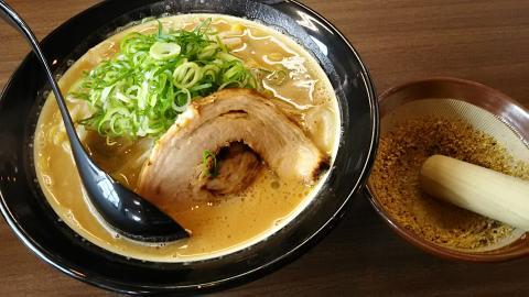 胡麻味噌ラーメン (1)
