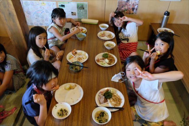 lunch2_R.jpg