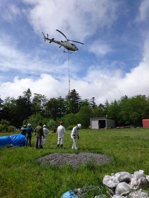 H28 一回目ヘリの荷上げ