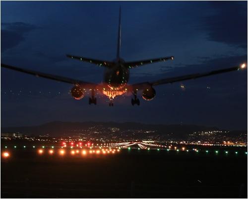 夜の飛行機