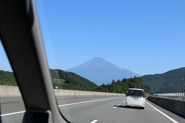 車から富士山