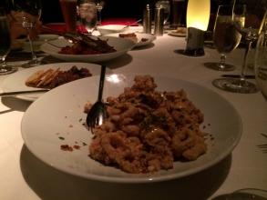 【旅行記】 アメリカで必ず食べよう「分厚いステーキ18オンス、カラマリ」♫