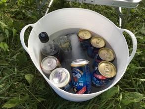 お父さんはキャンプでどうしても冷たいビールが飲みたいのだっ♪